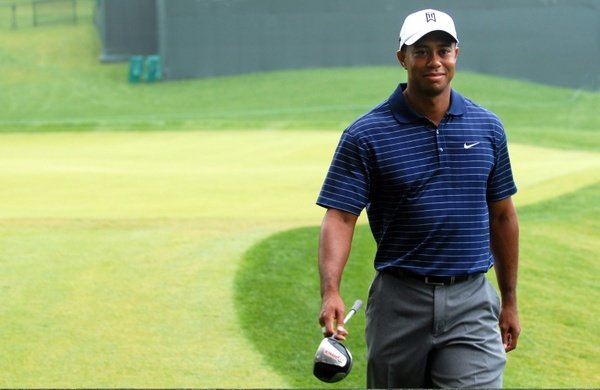 D2V2_tiger_woods_golf_golfer_219703.jpg